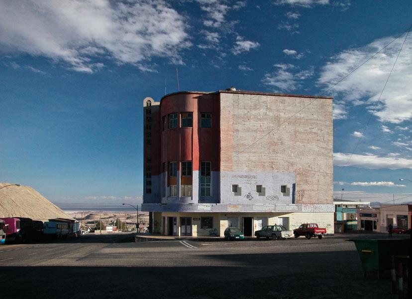 Das Teatro Chile in Chuquicamata, ehemaliger kultureller Mittelpunkt des mittlerweile zur Geisterstadt verurteilten Orts
