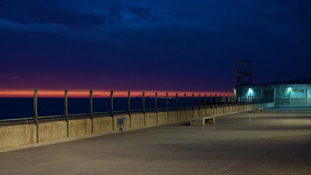 Cádiz: Hafenmole abends